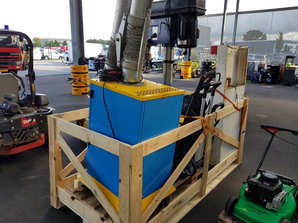Diversen Materieel Div werkplaats inrichting, oa kolomboor, afzuiging, Heater