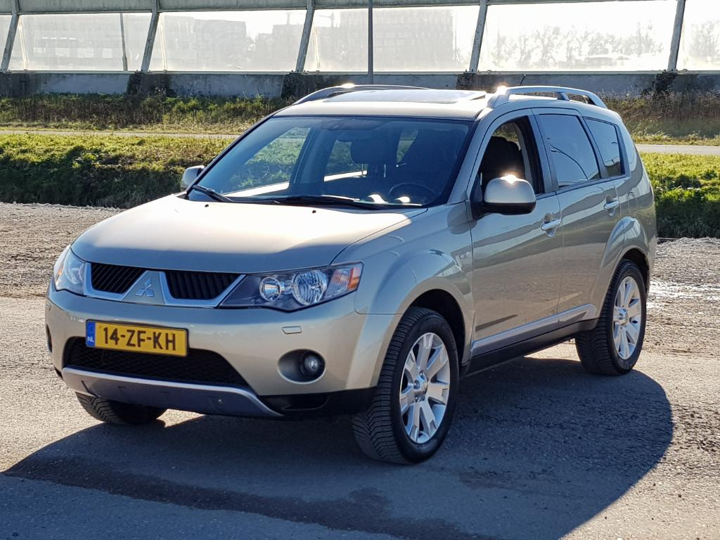 Mitsubishi OUTLANDER  2.4 Instyle 7-Pers