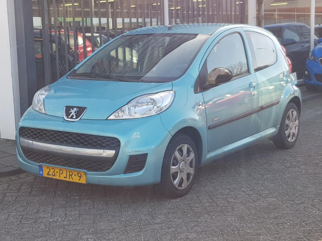 Peugeot 107  1.0-12V Millesim 200