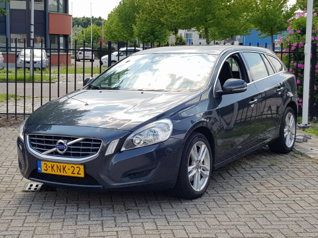 Volvo V60 1.6 T3 Momentum