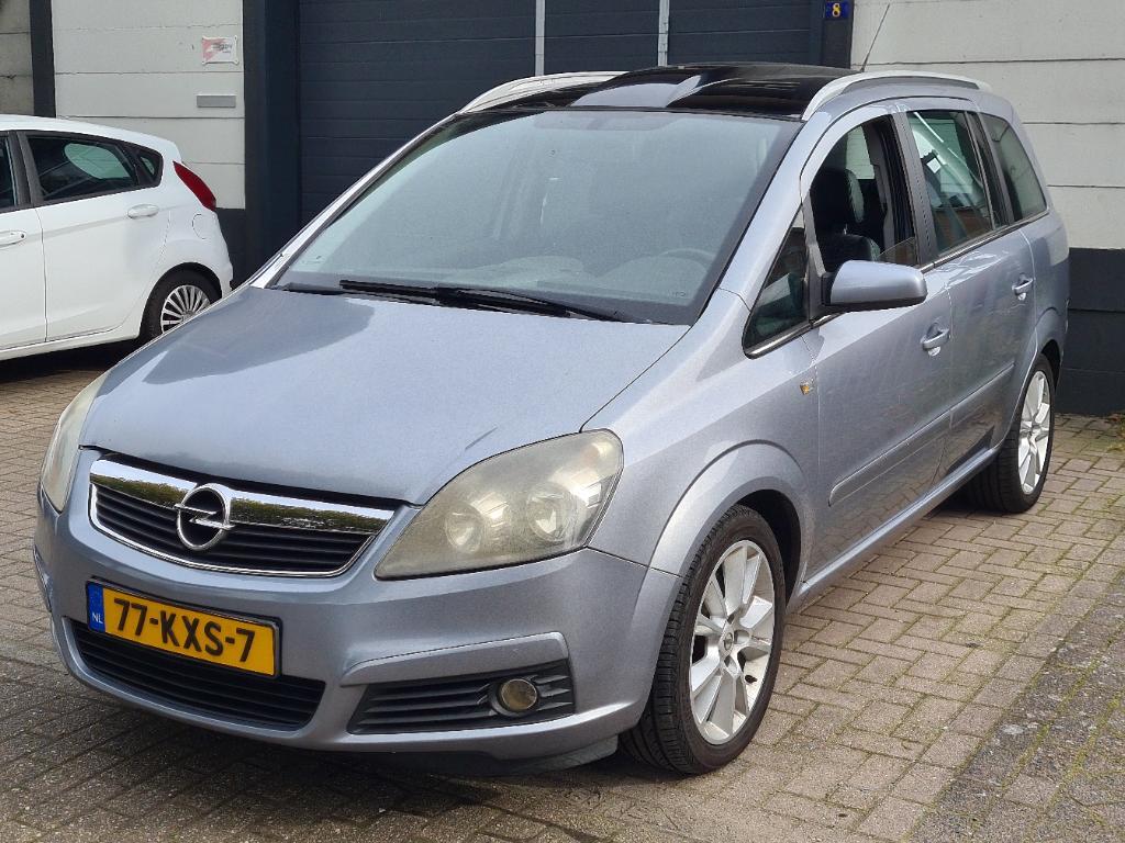 Opel ZAFIRA  2.2 Executive 7p