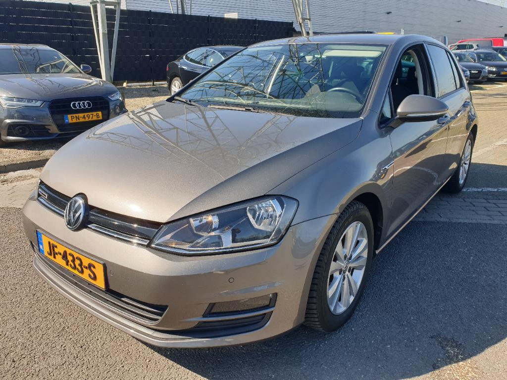 Volkswagen GOLF  1.0 TSI Bns Ed. Con