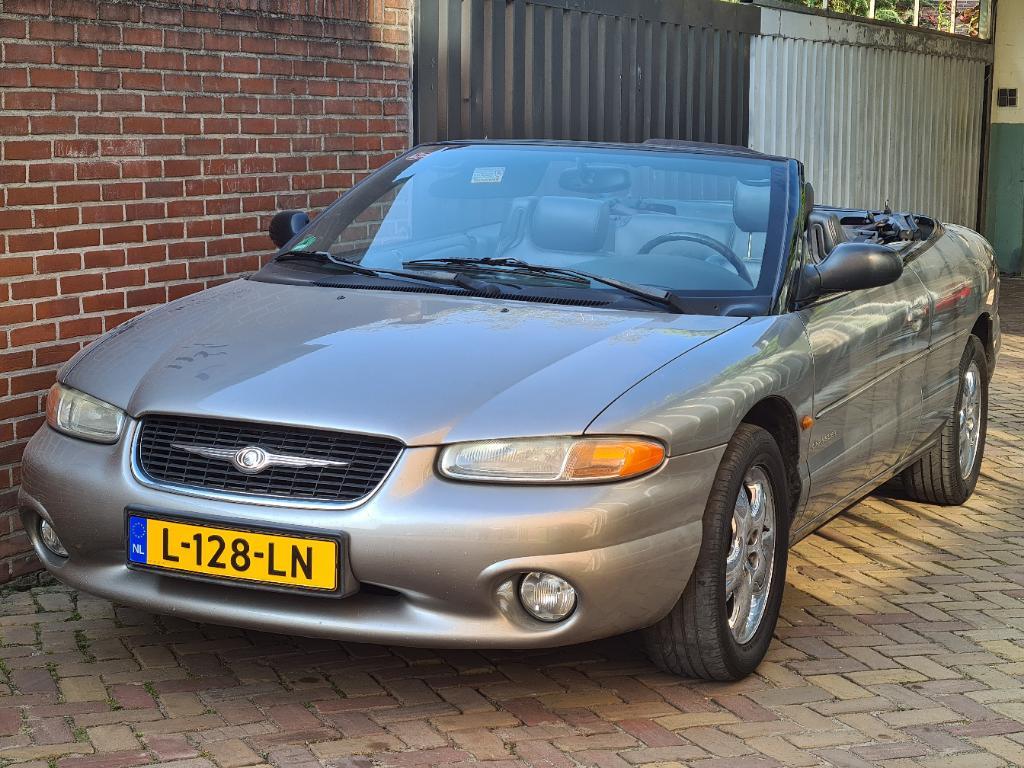 Chrysler STRATUS  2.5i V6 LX Conv.