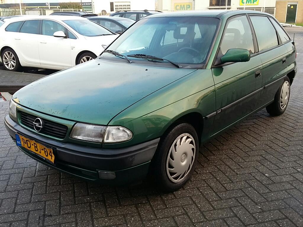 Opel ASTRA  1.6i Season